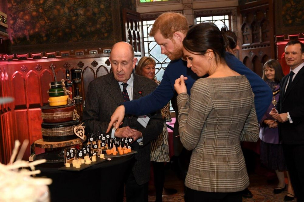 Harry & Meghan sample a Snowdonia Wedding Cheese Cake